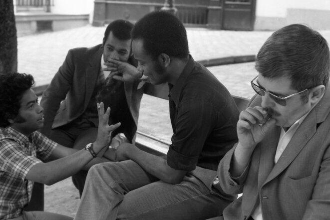 Med Hondo et ses comédiens pendant le tournage de Soleil Ô © François Catonné / Ciné-Archives