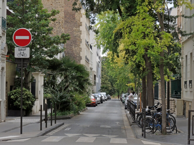 Rue Anatole France (ancienne rue du Bois), au fond les arbres du bois de Vincennes. © Gilles Walusinski