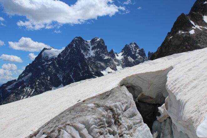 Le Pelvoux et ses trois pointes, vu du glacier Blanc, juillet 2020. © F.Bt/Mediapart