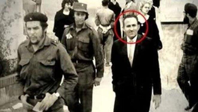 Lucio Urtubia avec le Che. © Archives personnelles