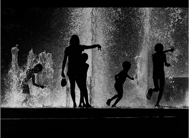 Water game shadows - Dijon © Luna TMG Instagram