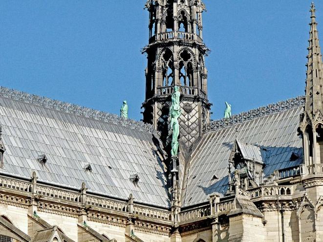 La toiture de Viollet-le-Duc à l'angle sud-ouest de la croisée