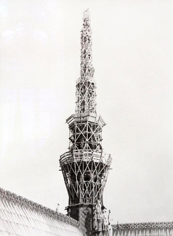 Restauration de la flèche de Viollet-le-Duc, vers 1935