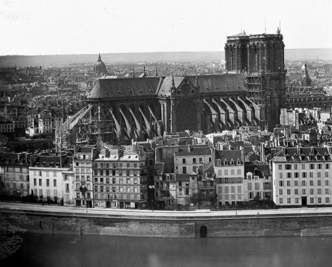 Notre-Dame en travaux au milieu du XIXe siècle – Flanc nord