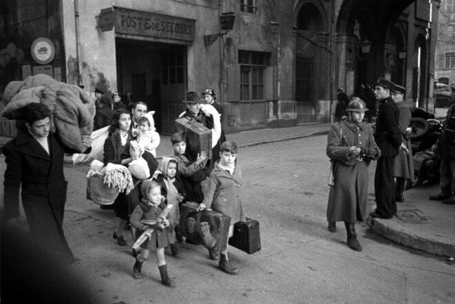La famille Matelli quitte son foyer du quartier Saint-Jean en janvier 1943. © Archives militaires du fort d'Ivry