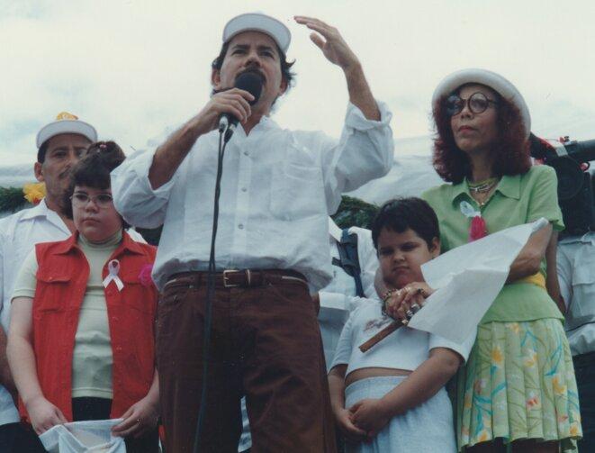 Daniel Ortega accompagné de son épouse au début des années 1990 © Kassandra
