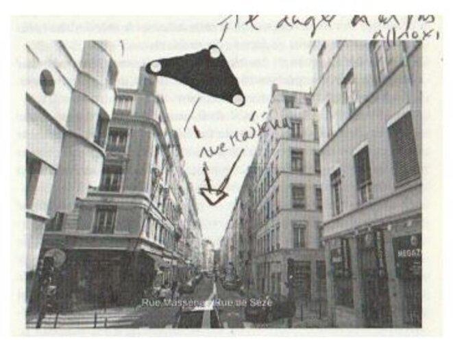 Comme très souvent, cet Ovni triangulaire est décrit passant lentement comme au ras des immeubles. © Editions Le Temps présent, collection Enigma