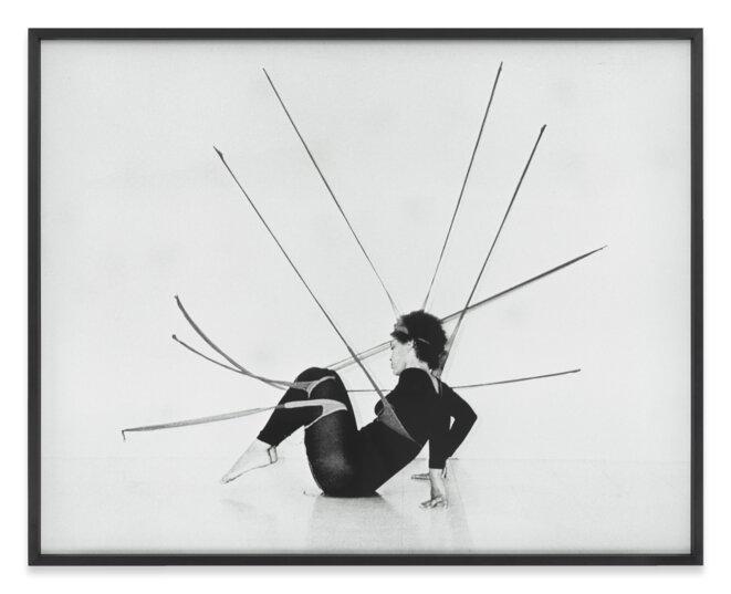 Senga Nengudi Performance Piece, 1978, Photographie © Senga Nengudi, Courtesy Galerie Sprüth Magers, Galerie Thomas Erben et Lévy Gorvy; Photo : Harmon Outlaw