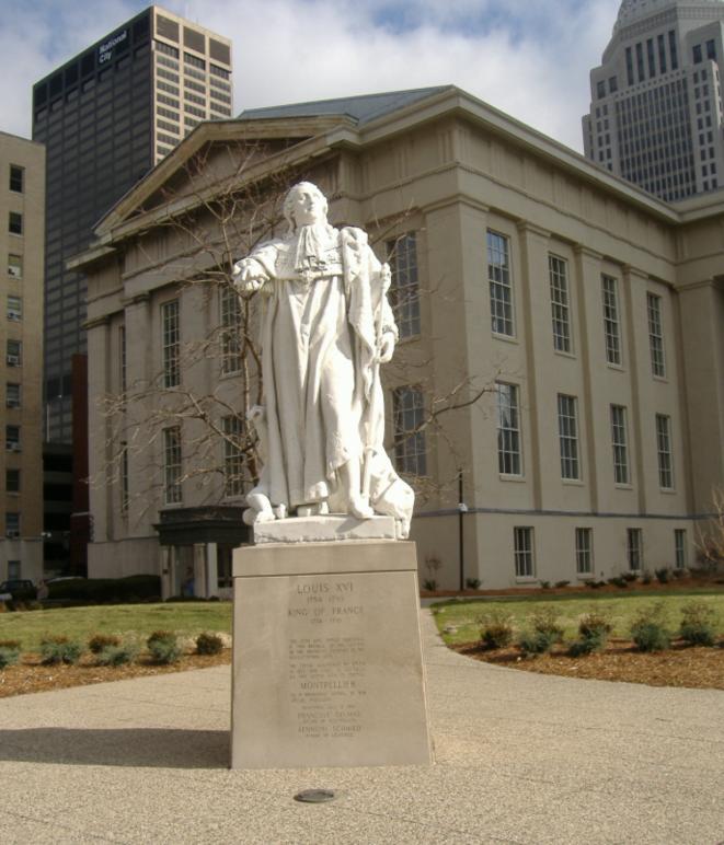 La statue de Louis XVI devant l'Hôtel de ville de Louisville (USA)