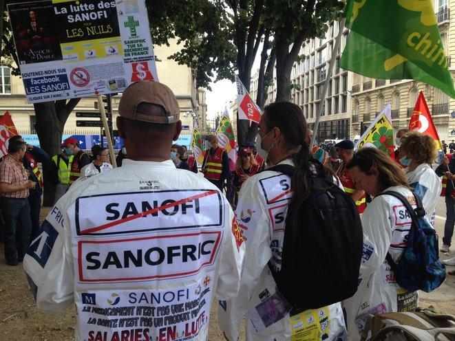 Manifestación en París, el 8 de julio de 2020, cerca de la Asamblea Nacional. © RLS