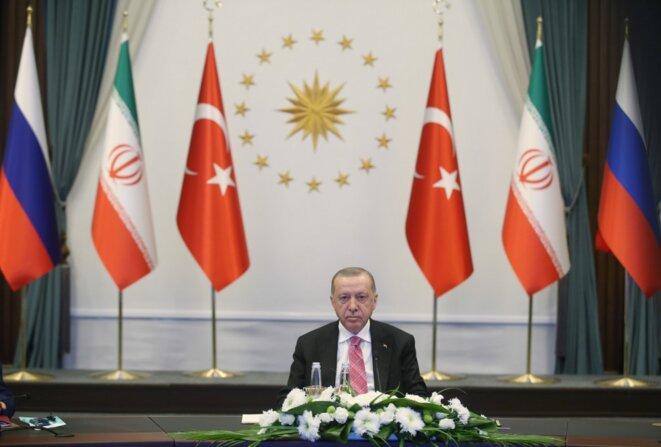 Le président turc, Recep Tayyip Erdogan, lors d'une réunion sur la Syrie avec le Russe Vladimir Poutine et l'Iranien Hassan Rohani. © Mustafa Kamaci/Anadolu Agency/AFP