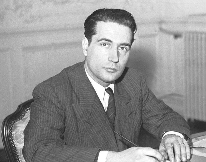 François Mitterrand, ministre des Anciens Combattants, en 1947 (gouvernement Ramadier I). © Domaine public (recadré d'après Wikimedia Commons).