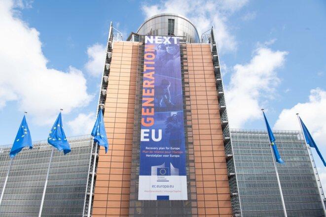 La bannière «Plan de relance pour l'Europe» sur la façade du bâtiment Berlaymont: Next Generation © Co-opérateurs:  Photo : Aurore Martignoni  / Architectes : André Polak-Lucien De Vestel-Jean PolakI/ UE- ID: P-044199 / 00-27-18/06/2020