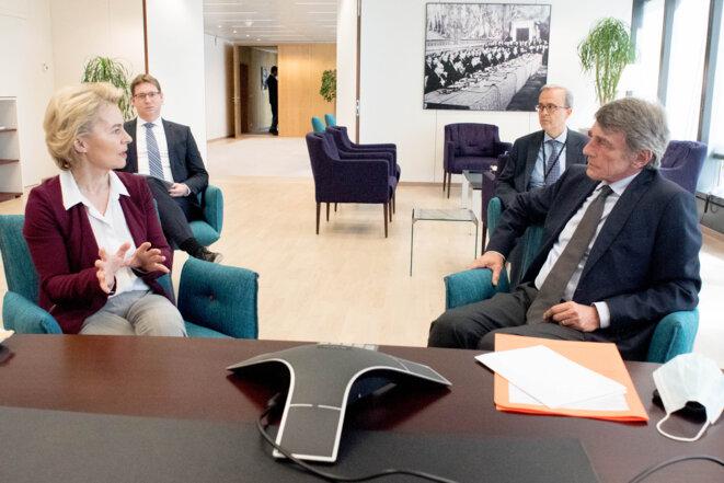 Face à la présidente Ursula von der Leyen, David Sassoli, le président du Parlement Européen, n'a pas caché sa déception. © Co-opérateurs : photographe : Etienne Ansotte - Union européenne, 2020/ID: P-044730 / 00-01 /Date: 29/07/2020 - Emplacement: Bruxelles , Belgique.