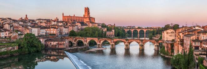 15463-france-tarn-cite-episcopale-d-albi-cathedrale-sainte-cecile-et-pont-vieux-sur-le-tarn-panorama-sentucq-h