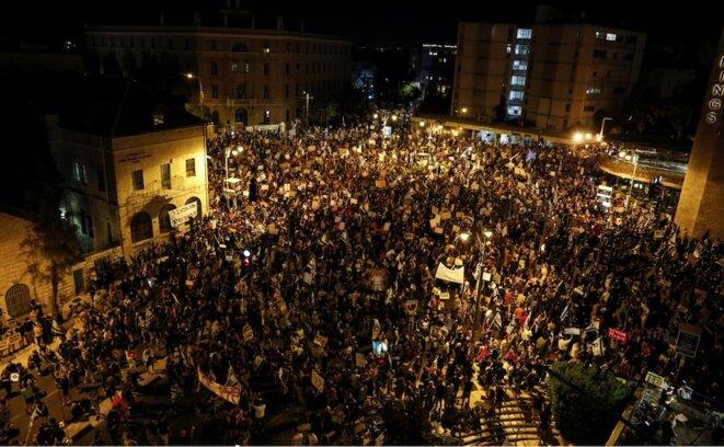 1er août 2020. Manifestation devant la résidence du premier ministre à Jérusalem. © Menahem Kahana / AFP