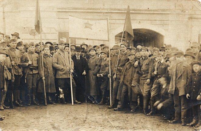 L'étoile rouge brandie en 1919 à Budapest. © Erky-Nagy Tibor/Collection Fortepan