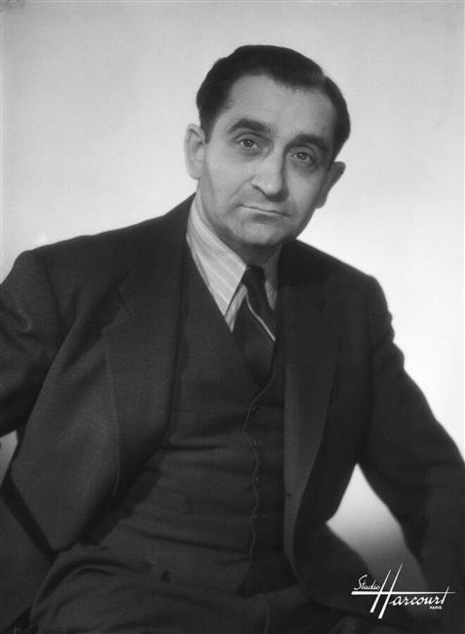 Pierre Mendès-France en 1948 (photo Harcourt). © Wikimedia Commons (via Réunion des musées nationaux), domaine public.