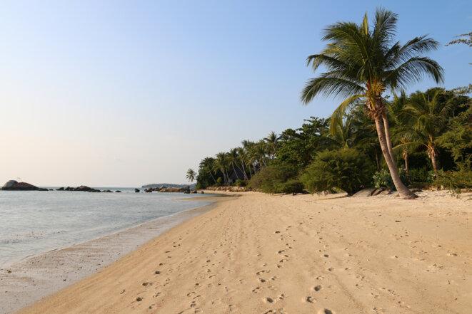 La plage de Hin Kong au sud de Koh Phangan, désertée après le départ de la majorité des touristes. © Tom Vater