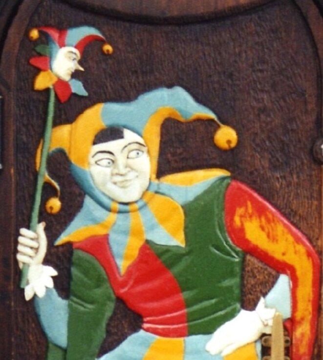 Un fou de cour et sa marotte © BDK in WikiMedia