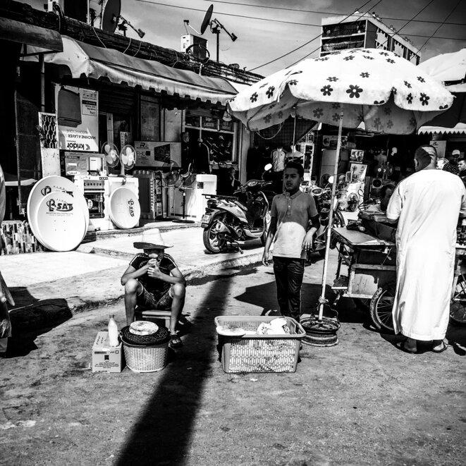 Il n'y a qu'un nombre limité d'emplois non officiels auxquels ces enfants peuvent travailler, ce que vous voyez sur cette image  sont deux enfants qui vendent un pain arab traditionnelle cuisinée à la maison... © Issam Larkat