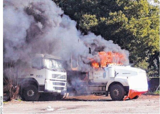 Camion d'une forestière incendié par lesmanifestants © inconnu
