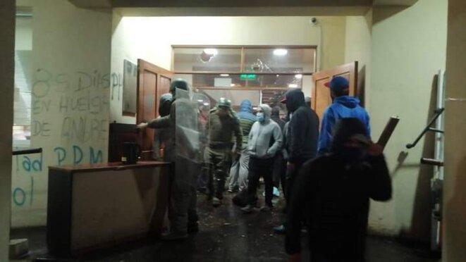 Police et milices ensembles dans la Mairie de Curacauitín © inconnu
