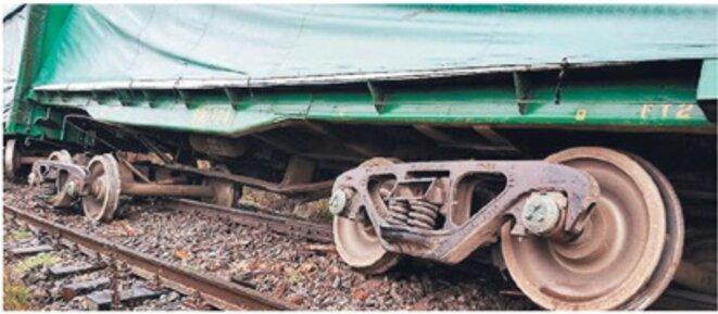 L'entreprise forestière a informé que dans le tronçon Collipulli et Temuco, des inconnus ont coupé les rails et traverses de la voie ferrée. © inconnu