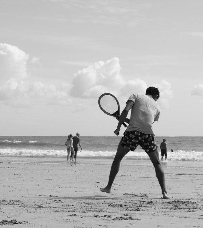 Partie de tennis de plage, Ré, août 2019 © moto5