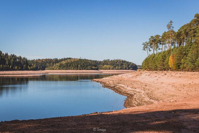 Le lac de la Pierre-Percée est vide de plusieurs mètres - en cause : une faible pluviométrie ! © Jomaya