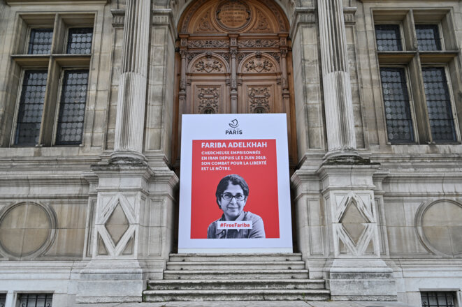 A poster placed in front of Paris City Hall in support of Fariba Adelkhah. © BERTRAND GUAY / AFP