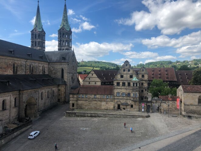La cathédrale de Bamberg vue de la bibliothèque, et l'actuel musée d'histoire de la ville, où Dürer séjourna avec son épouse. © DR.