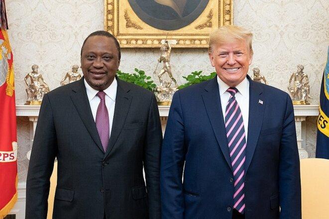 Le président kényan Uhuru Kenyatta et le président états-unien Donald Trump ont annoncé leur intention de négocier un accord bilatéral de libre-échange lors de leur rencontre à la Maison blanche le 6 février 2020.