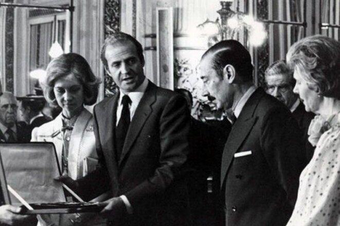 Le roi Juan Carlos I et la reine Sofia avec le dictateur Videla © Publico