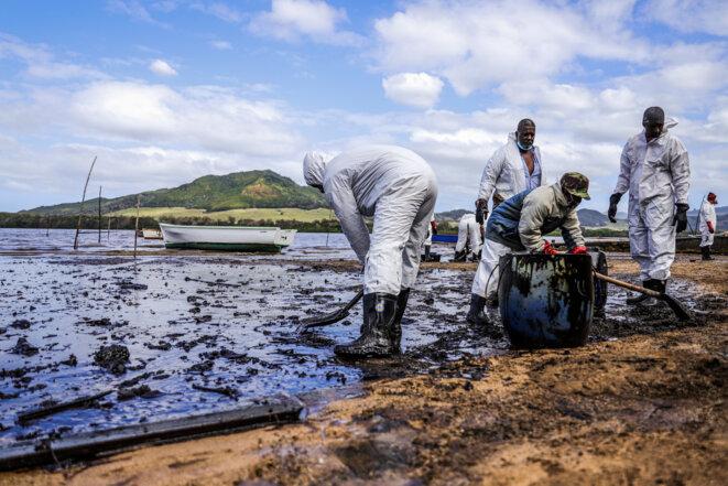 Jusqu'alors l'île Maurice n'avait jamais dû affronter une marée noire. © Daren Mauree / L'Express Maurice / AFP