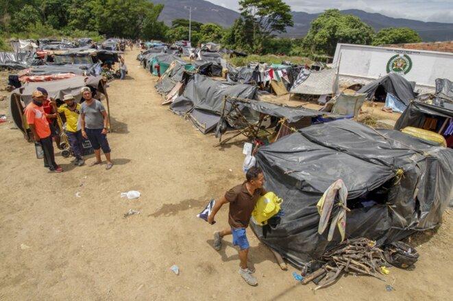 Camp de fortune à la frontière entre Venezuela et Colombie le 7 juillet 2020. © Schneyder Mendoza/AFP