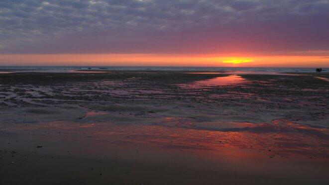 L'Océan engloutit l'horizon © Vent d'Autan