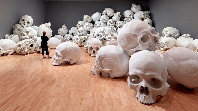 installation-view-of-mass-by-ron-mueck-2017-on-display-at-ngv-triennial-at-ngv-international-2017-photo-sean-fennessey