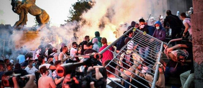"""Emeute à Belgrade à la suite du couvre-feu """"covidien"""" © AFP"""