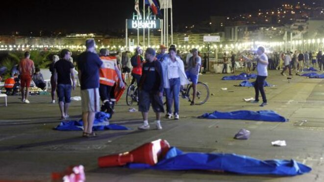 Nuit du 14 juillet 2016 sur la Promenade après l'attentat © MAXPPP