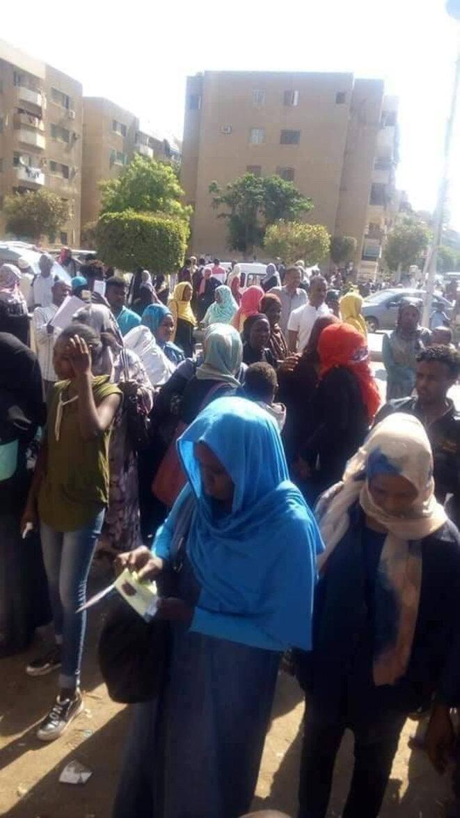 Photo d'une manifestation devant les locaux du UNHCR en avril 2019.
