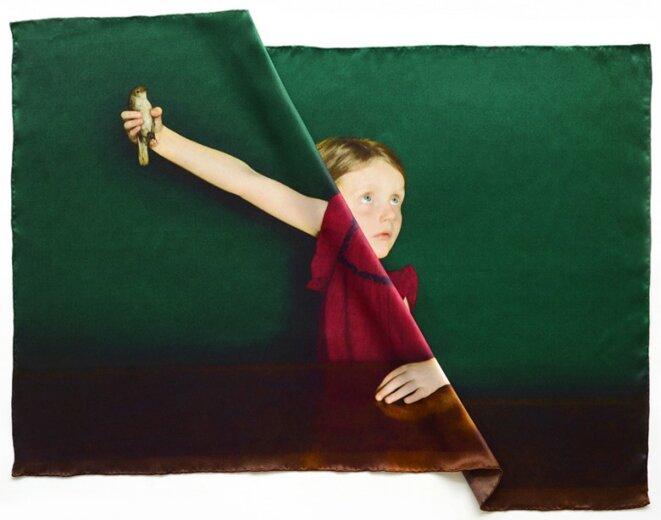Agnès Geoffray, de la série Pliures, impression sur soie, 2019 © Agnès Geoffray, courtesy de la galerie Maubert, Paris