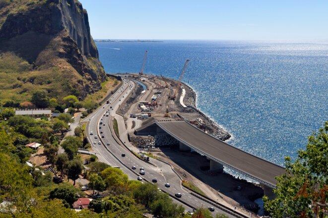 Les travaux de la nouvelle route du littoral, le 7 novembre 2017. © Hemis via AFP
