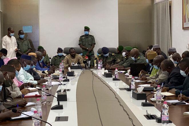 Conférence de presse des militaires qui ont pris le pouvoir au Mali, à Bamako, le 19 août 2020. © MALIK KONATE / AFP