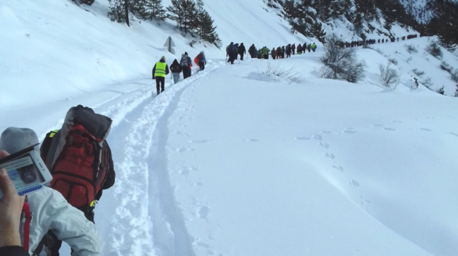 La cordée solidaire du 17 décembre 2017 en marche vers le col de l'Échelle © Rafaël Flichman/Cimade