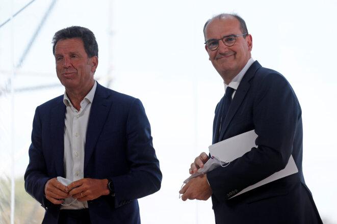 Le premier ministre Jean Castex avec Geoffroy Roux de Bézieux, président du Medef, le 26 août 2020. © AFP