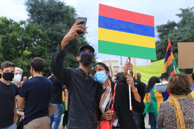 Des manifestants mauriciens devant le Palais des Nations ce vendredi 28 août 2020 © Jean-Luc Mootoosamy/ Media Expertise