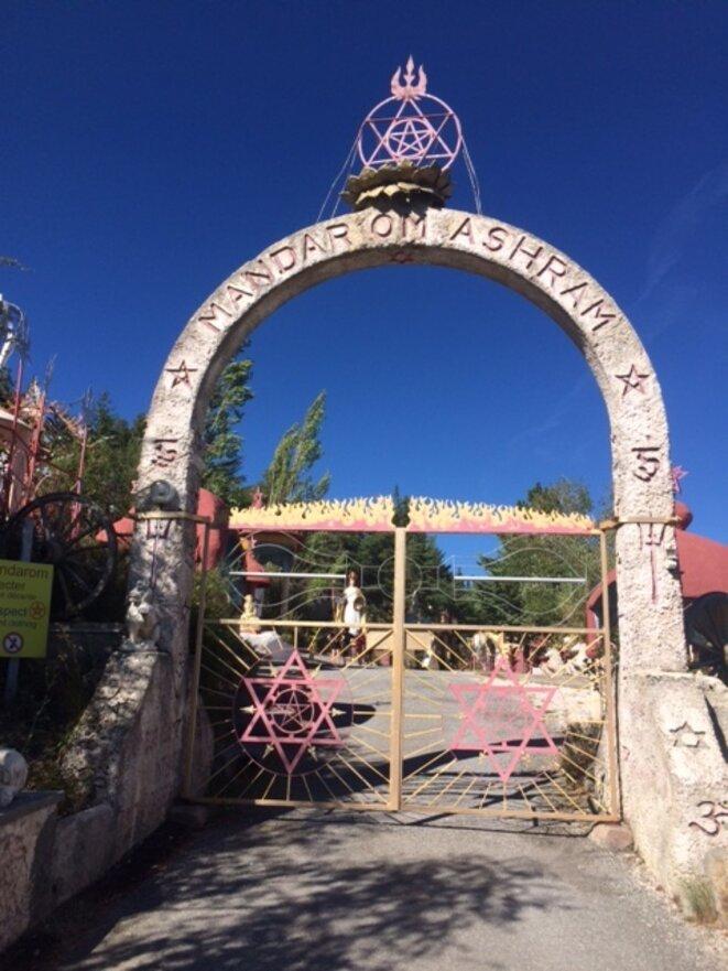 Entrée du Mandarom, à Castellane. Toutes les photos de l'intérieur sont interdites. © JLLT / MP
