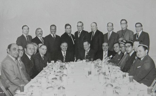 Alptekin et ses collègues séparatistes du Turkestan oriental ont rencontré des membres du Congrès américain lors d'un voyage à Washington en 1970.