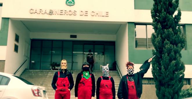 La vidéo d'intervention devant le commissariat. © Capture d'écran/YouTube